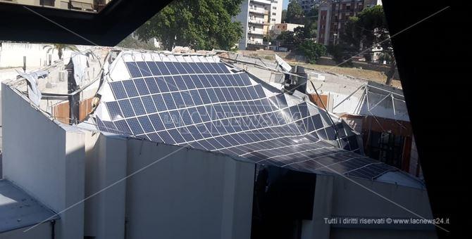 Consiglio regionale, crolla il tetto dell'auditorium Calipari: non ci sono feriti
