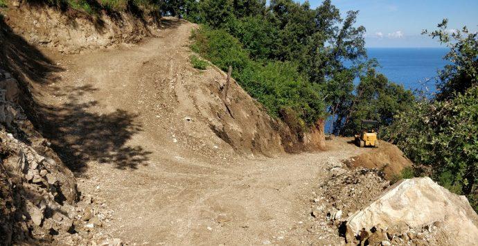 Scilla, lavori irregolari su una pista forestale. Due denunciati