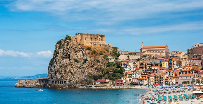 Coronavirus a Scilla, turista spagnola positiva. Avviati i controlli