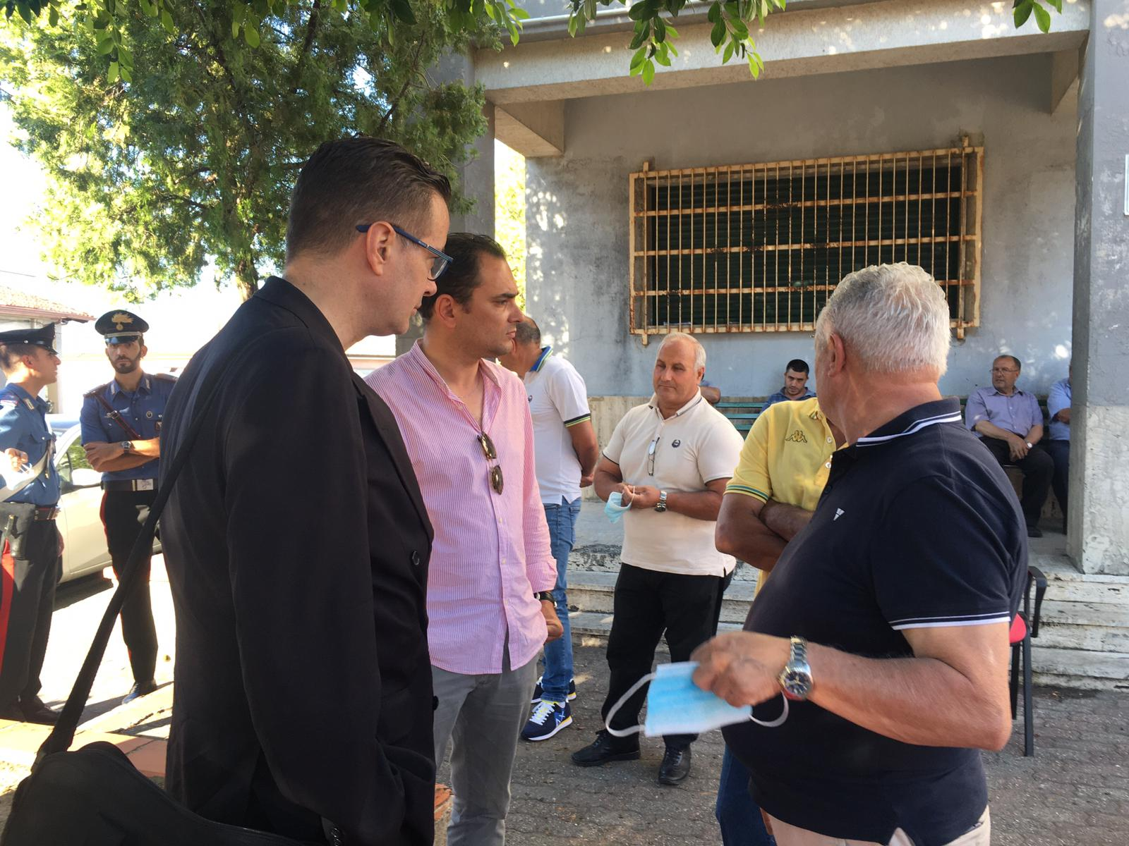 Klaus Davi incontra i sindaci della locride: «I soldi del Mes e utilizziamoli per l'ospedale»