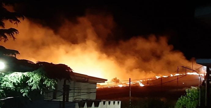 Incendio a Montebello Jonico, paura alla borgata Masella