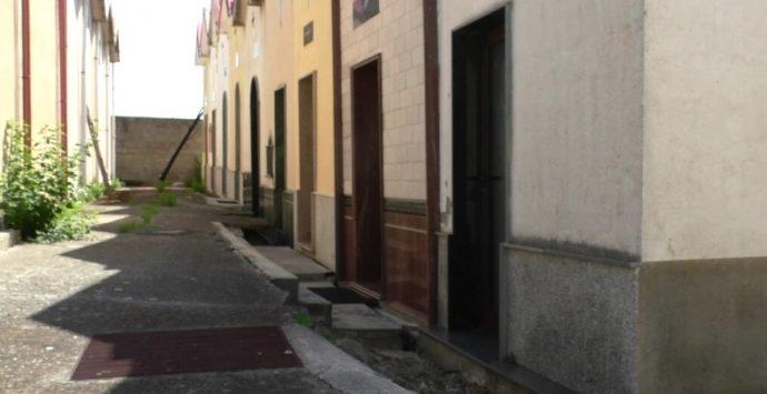 San Luca, frana al cimitero e tombe in pericolo. Bartolo: «Non ci dormo la notte»