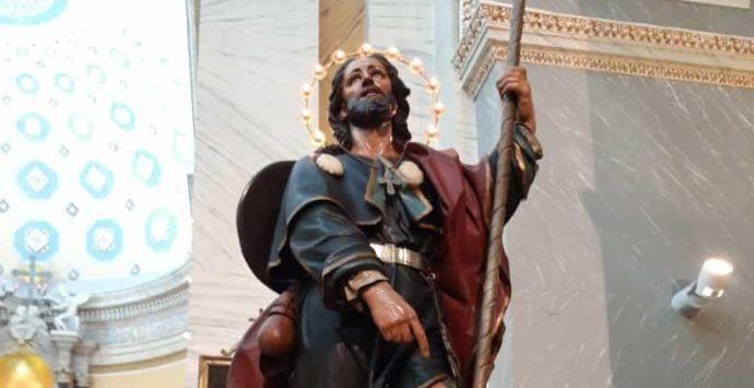 Scilla si prepara alla festa di San Rocco. Nuovi ornamenti per la statua