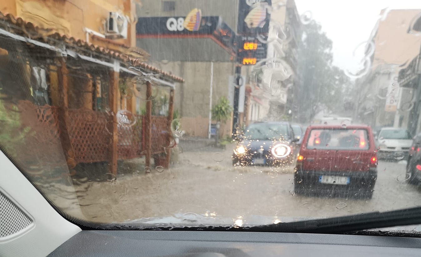 Maltempo a Reggio Calabria, nubifragi e allagamenti sulla costa tirrenica