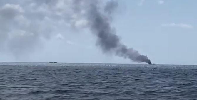 Crotone, esplode barca con migranti a bordo. Due finanzieri feriti, sei extracomunitari dispersi