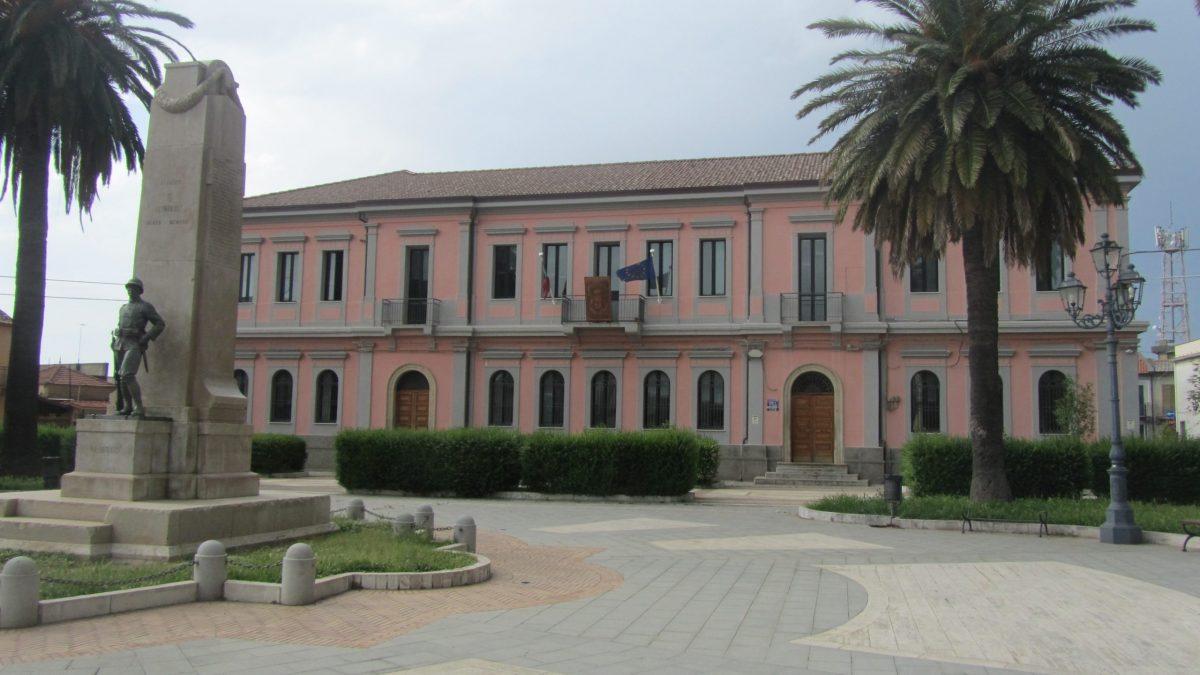 Coronavirus a Taurianova, chiuse due scuole per sospetto focolaio