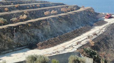 Discarica di Comunia, Crea: «Il fuoco brucia i fanghi di depurazione essiccati. Popolazione abbandonata»