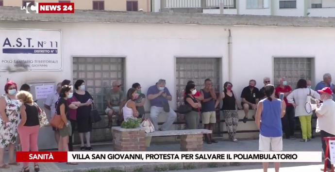 Villa San Giovanni, sit-in di protesta per scongiurare la chiusura del poliambulatorio Asp