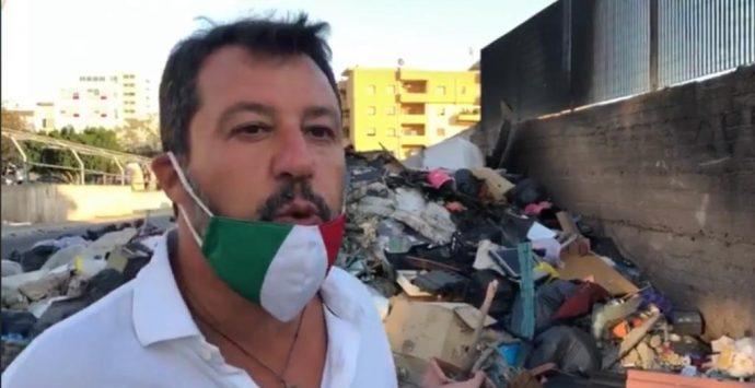 Rifiuti a Reggio Calabria, il Pd replica a Salvini: «Pagliacciata di pessimo gusto»