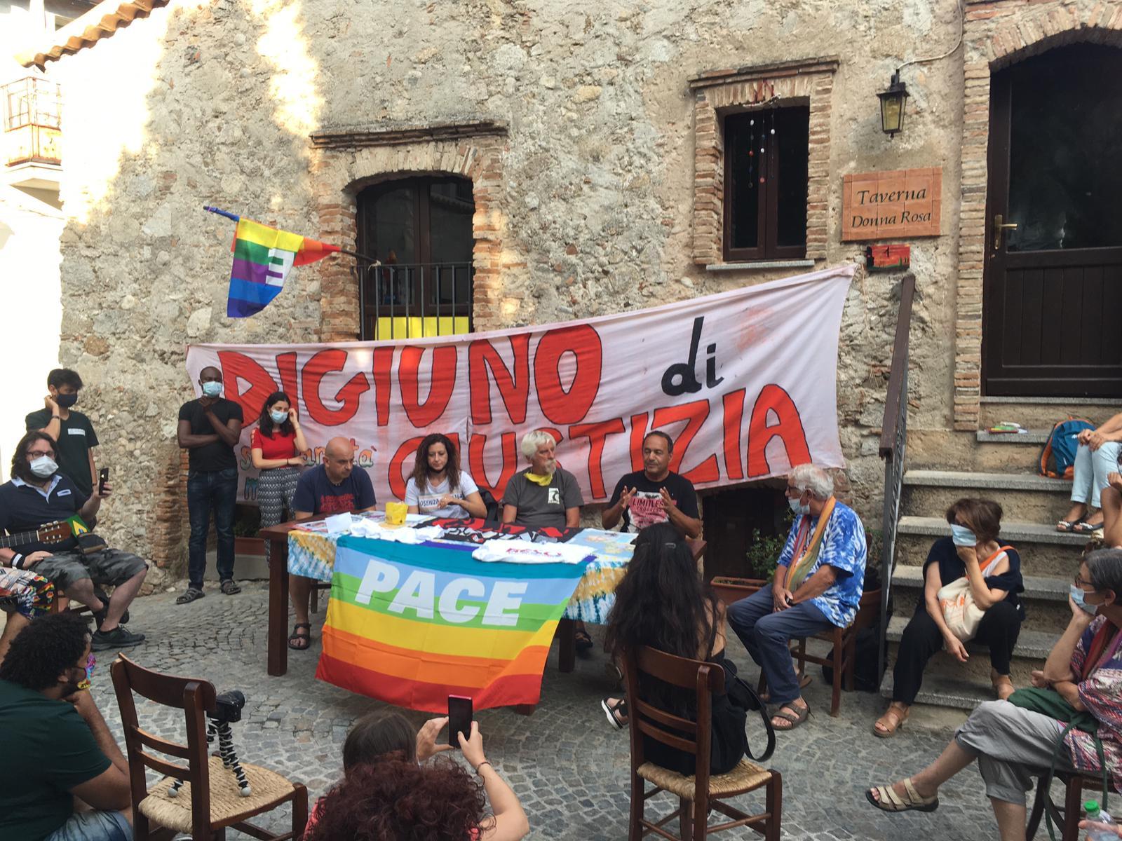 Riace, il popolo di Lucano torna in piazza. «A digiuno per i migranti»