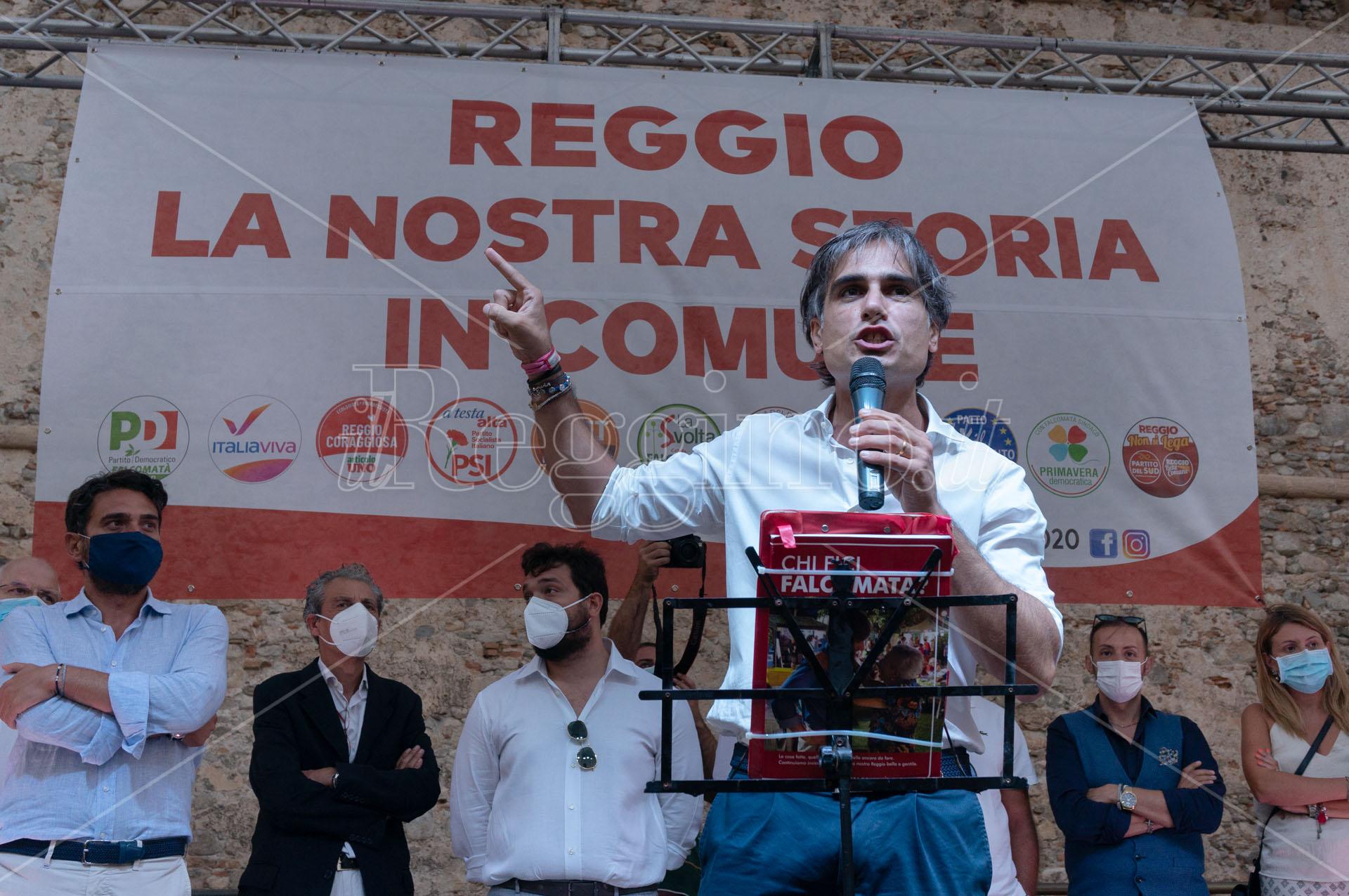 Elezioni comunali a Reggio Calabria, Falcomatà: «Striscioni dell'estrema destra? Sorrido»