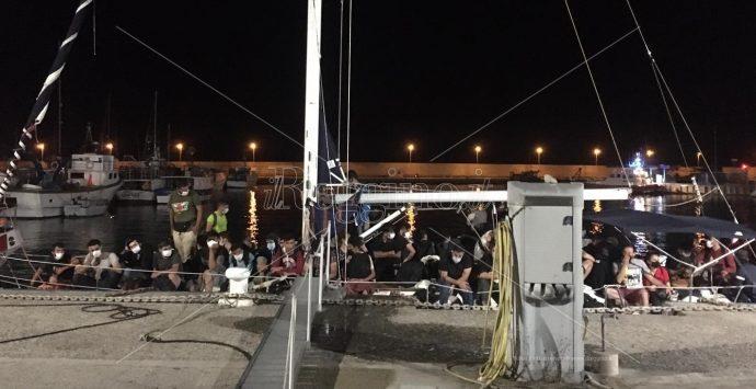Coronavirus, sette casi positivi tra gli immigrati sbarcati a Roccella