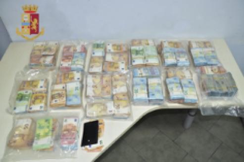 Beccati in autostrada con denaro e armi nel camion, due denunciati a Scilla