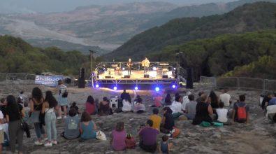Sant'Agata del Bianco, musica dal tramonto all'alba sulle rocce di Campolico