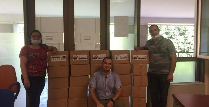 Reggio Calabria, Aiac dona 30 pacchi di beni di prima necessità alla famiglie bisognose