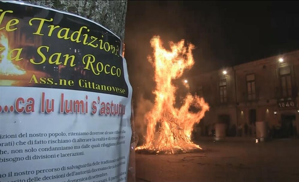 Cittanova per le celebrazioni di San Rocco: chiesa chiusa ma festa aperta