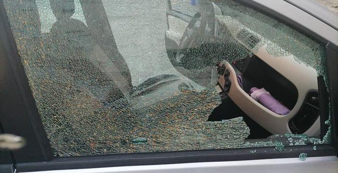 Arghillà, atto vandalico contro Giovanni Votano: distrutti i vetri dell'auto