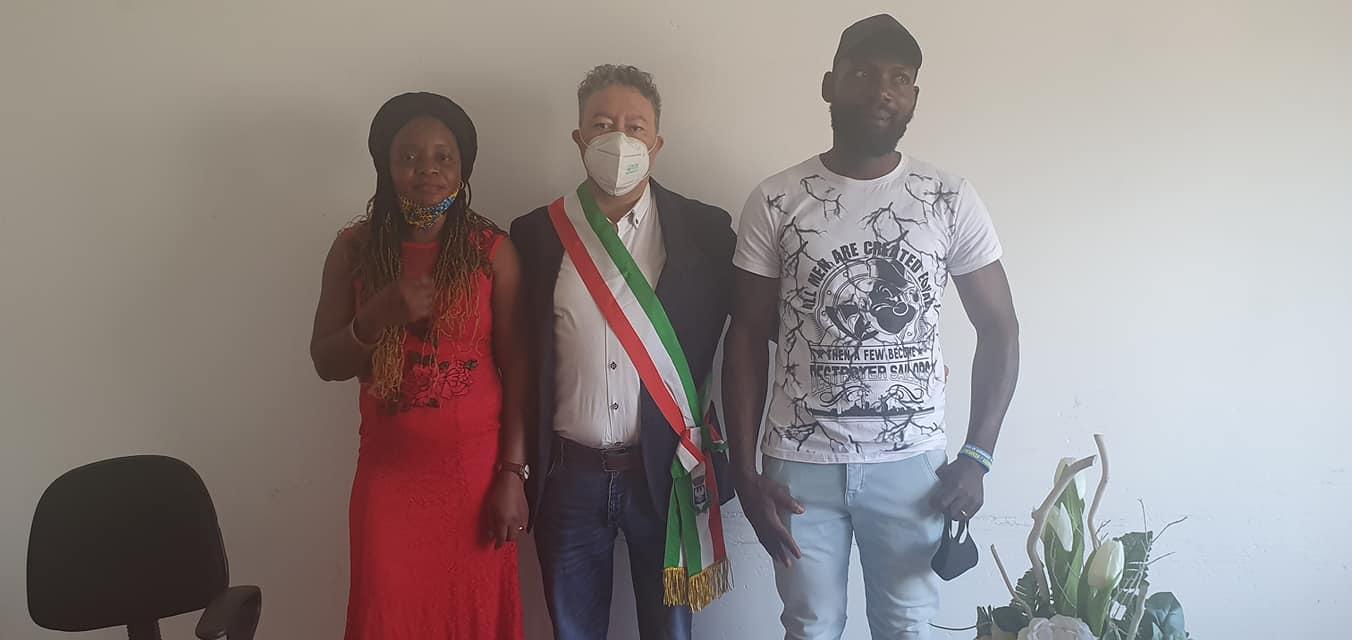Riace, celebrato il primo matrimonio tra migranti del dopo-Lucano