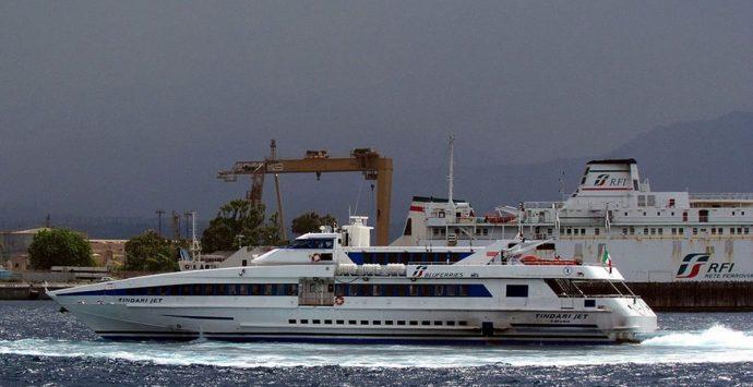 Attraversamento dello Stretto, sit in dei marittimi blu Jet agli imbarchi