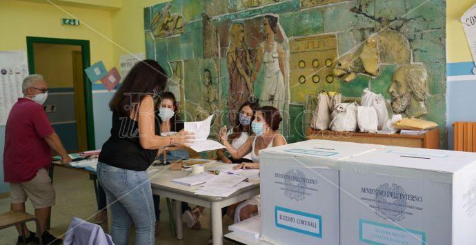 Comunali Reggio, affluenza in aumento. Ha votato il 67,03%. Sbanca il sì al referendum