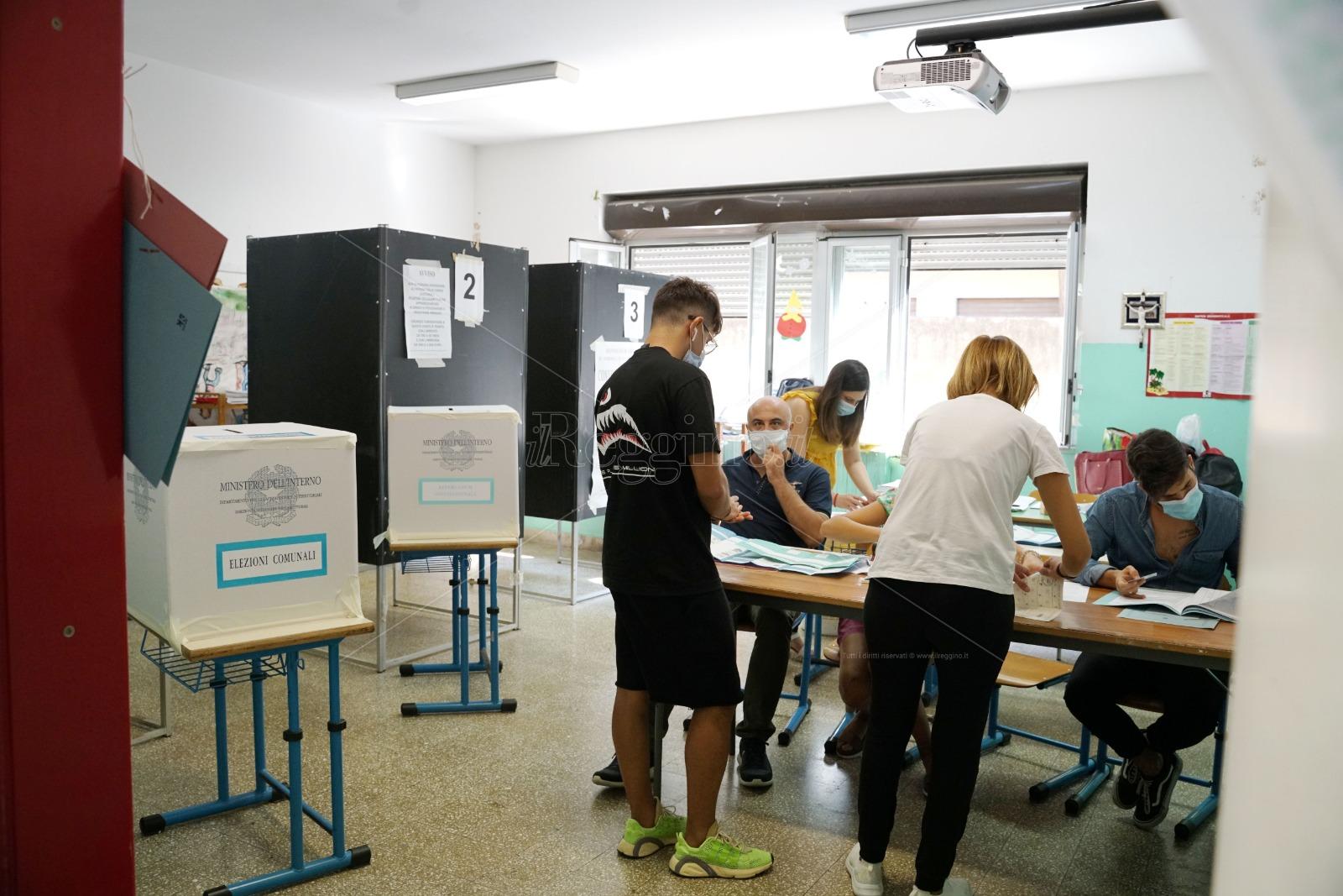 Elezioni Comunali, l'affluenza alle 12 nei centri della provincia di Reggio Calabria