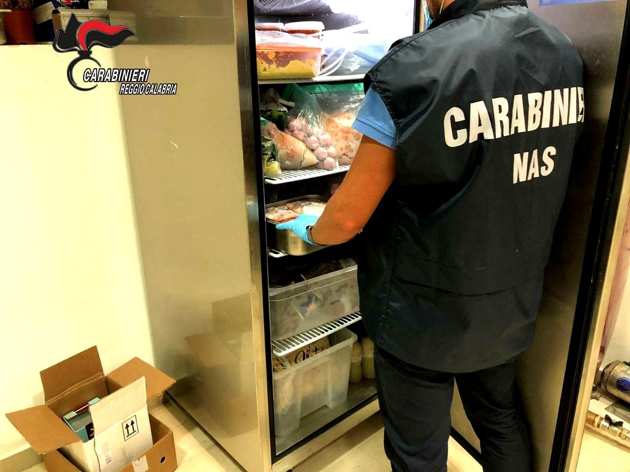 Reggio Calabria, cibo congelato e mal conservato. Denunciata la titolare di un ristorante