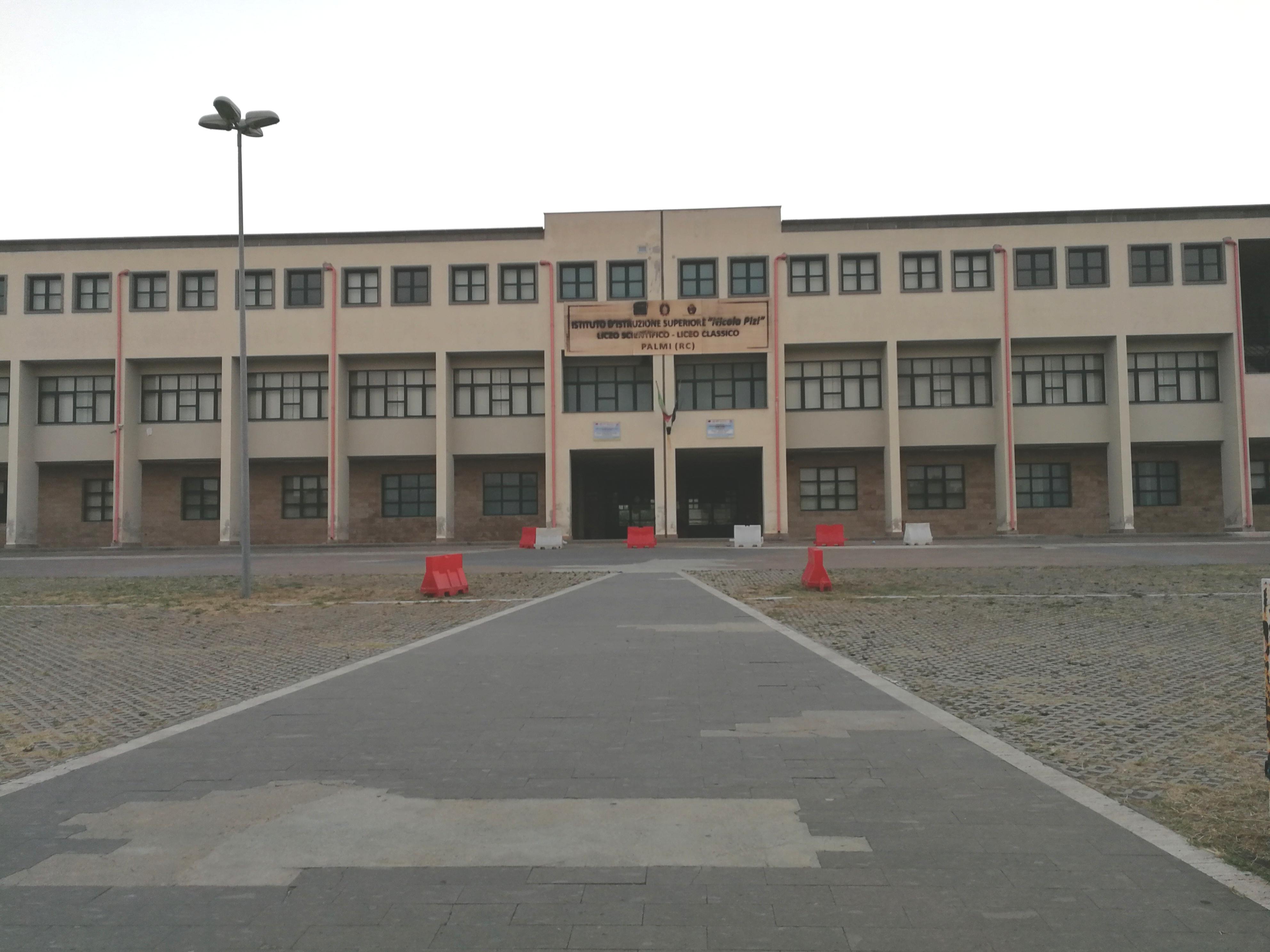 Palmi, l'istituto Pizi: «La scuola che supera il social distancing»