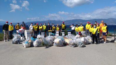 Reggio Calabria, l'area della Capannina ripulita dai volontari di Legambiente