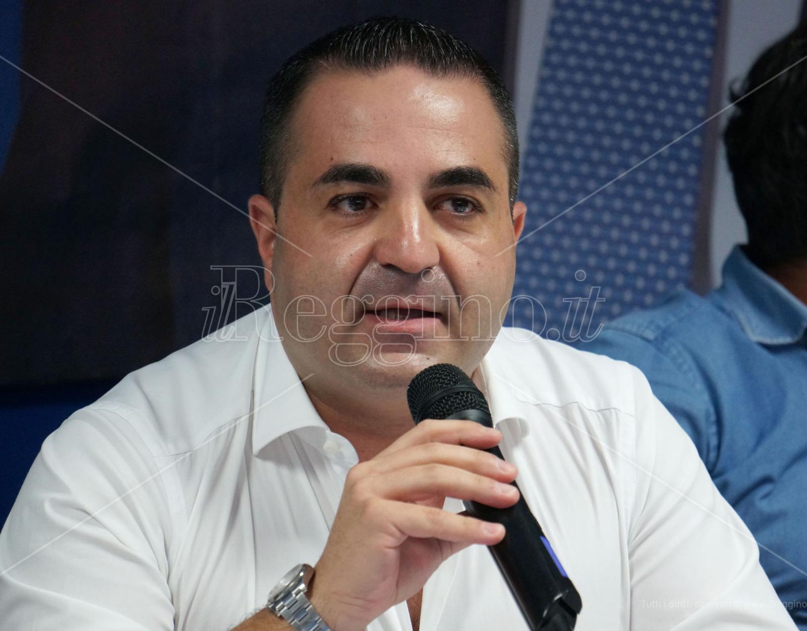 Cannizzaro interviene alla Camera: «Ministro, è Palazzo Chigi l'unica zona da decretare rossa»
