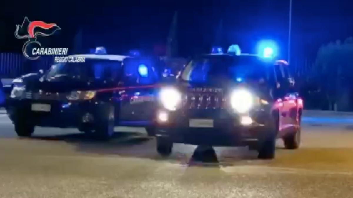 """Operazione """"Iceberg"""", 23 misure e arresti a Locri. Sgominata la """"cosca degli zingari"""" – NOMI E DETTAGLI"""