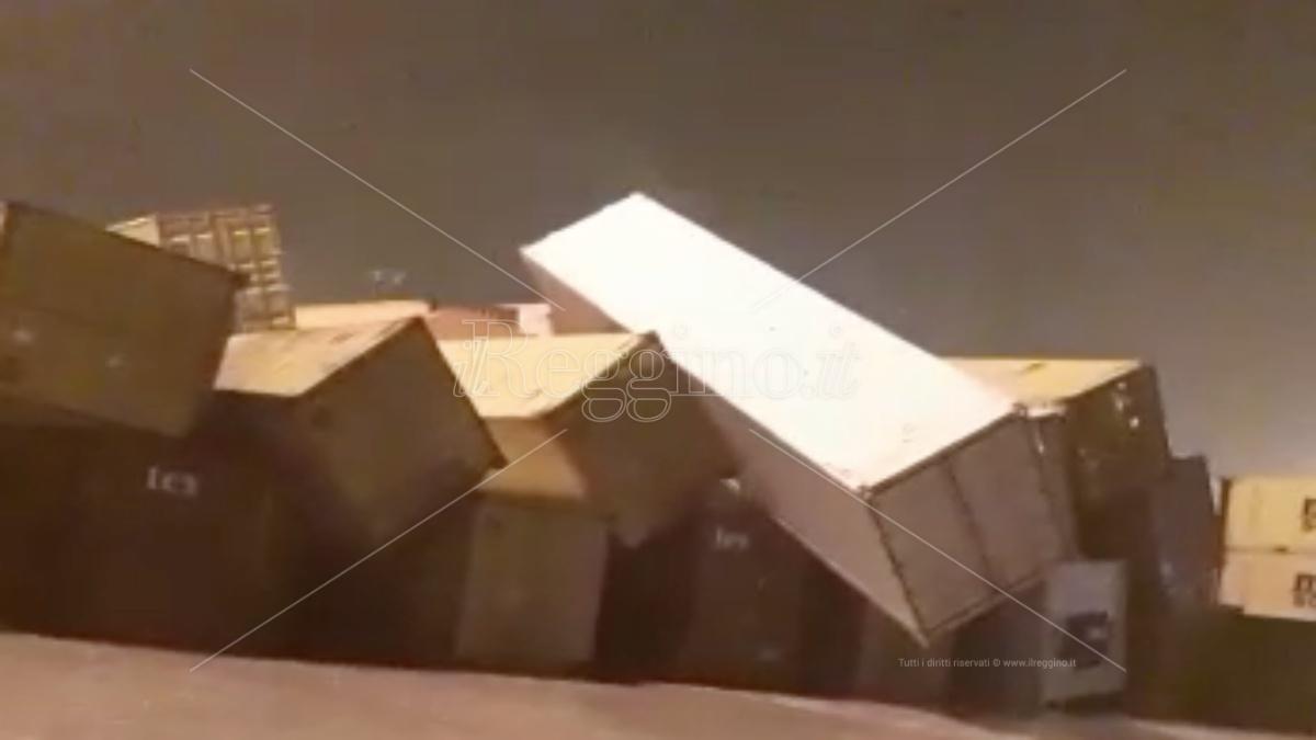 Paura al Porto di Gioia Tauro: container spazzati dal forte vento. Attività sospese. VIDEO