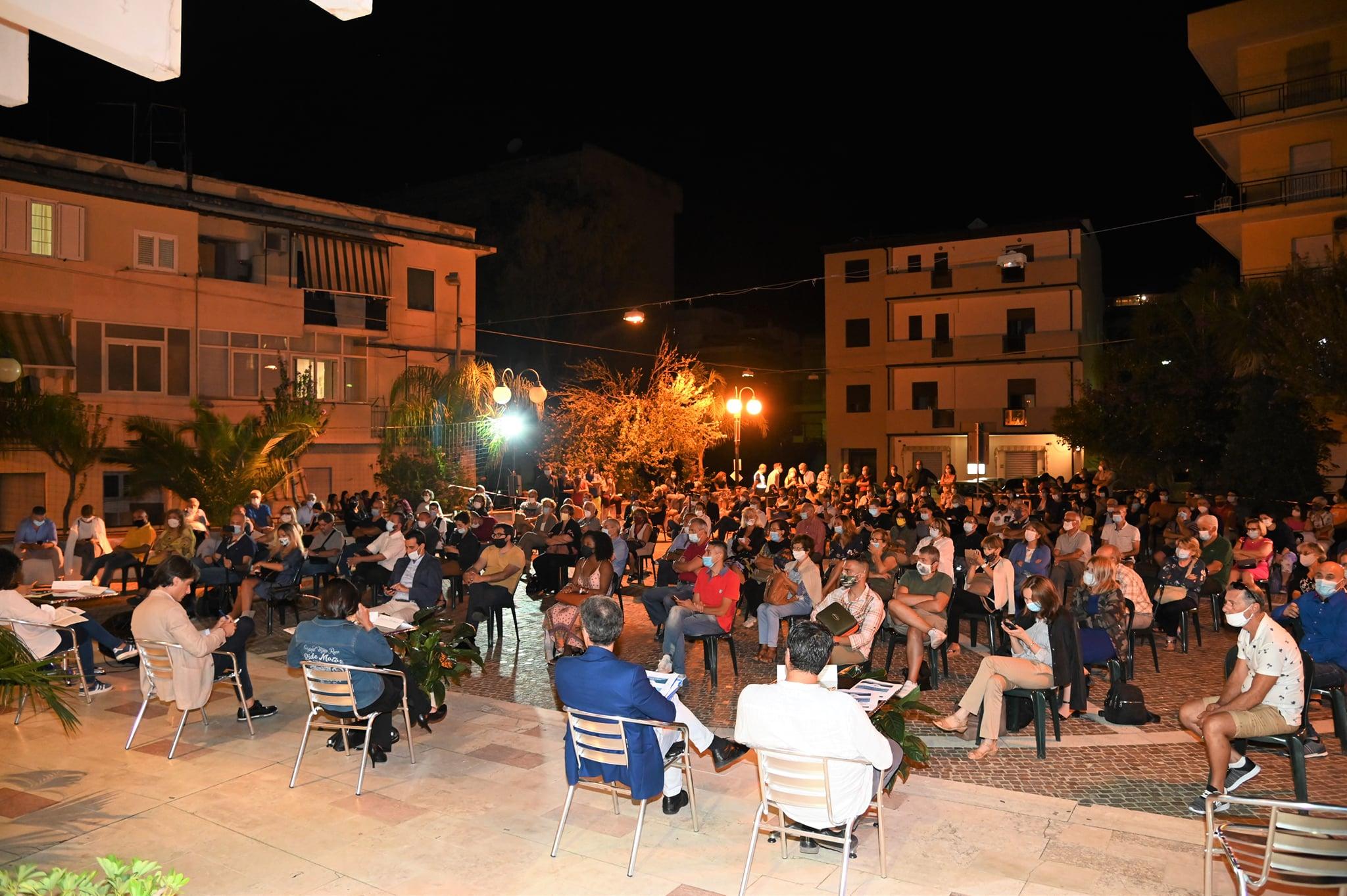 Elezioni Reggio Calabria, candidati a confronto nella piazza di Cannavò