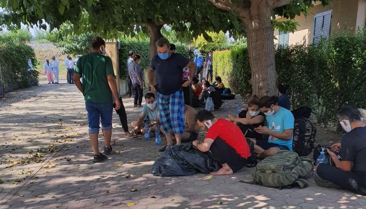 Coronavirus, 2 migranti positivi tra i 75 sbarcati ieri a Roccella Jonica
