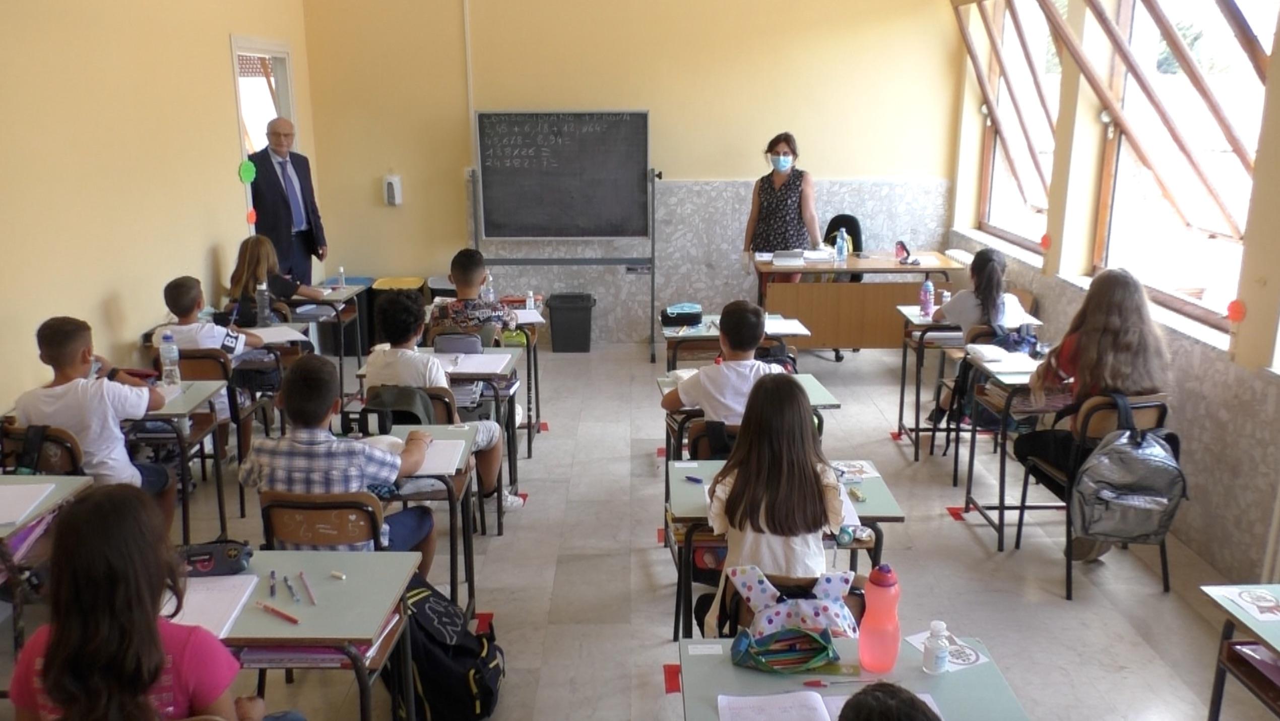Riapertura scuole, Siderno gioca d'anticipo. Alunni oggi in aula alle elementari