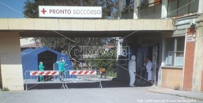Coronavirus, a Gioia paziente positivo entra in ospedale. I medici: «In balia degli eventi»