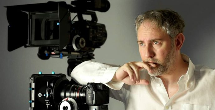 """Motta San Giovanni, il regista Parisi dirige un cortometraggio sulla """"Casetta blu"""""""