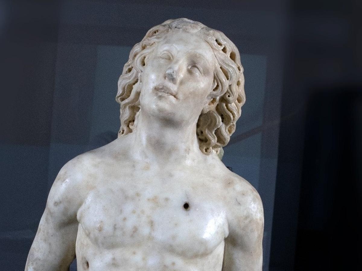 Oppido Mamertina, la statua di San Sebastiano in partenza dal museo diocesano verso il Louvre