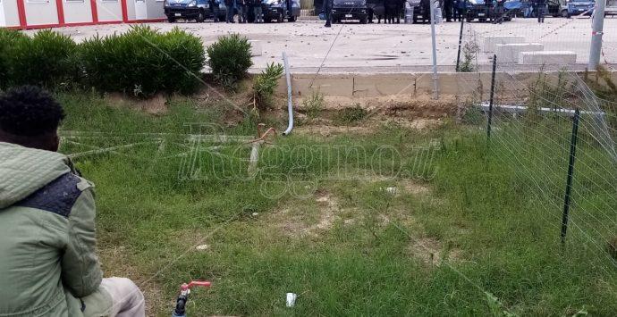 Nuova sassaiola contro i poliziotti alla Tendopoli di San Ferdinando