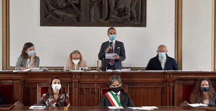 """Consiglio comunale Reggio, Marra presidente grazie al """"soccorso rosso"""" di Pazzano"""