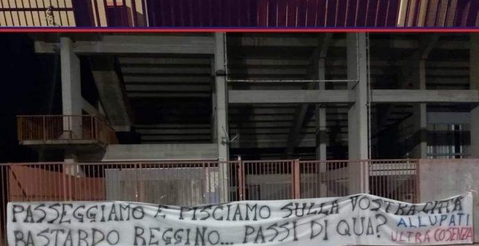 """Reggina-Cosenza, striscioni offensivi al """"Granillo"""". Falcomatà: «Non sono tifosi»"""