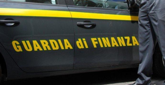 Bancarotta fraudolenta nella Piana, sequestrati 800 mila euro. Obbligo di dimora per 2 indagati