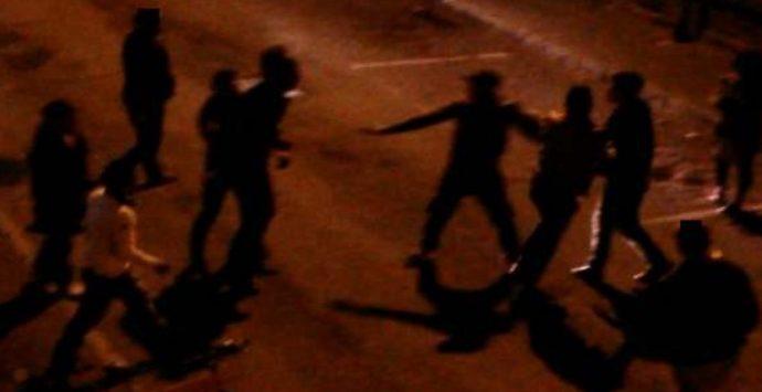 Reggio Calabria, lite furibonda dalla piazza alla stazione: bloccati e denunciati in cinque