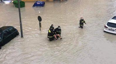 Maltempo nel crotonese, auto inghiottite dall'acqua e disagi in città