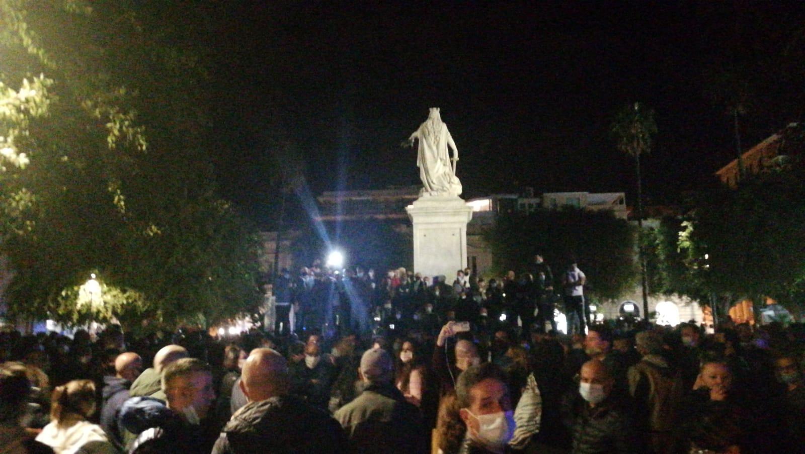 Calabria zona rossa, Reggio si mobilita: in migliaia in protesta in piazza Italia