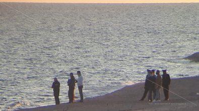 Cadavere rinvenuto sulla spiaggia di Camini. Un migrante disperso in mare?