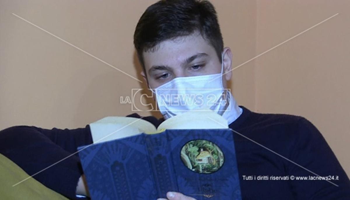 San Ferdinando, chiuso in casa per la pandemia: Domenico scrive un libro a soli 15 anni