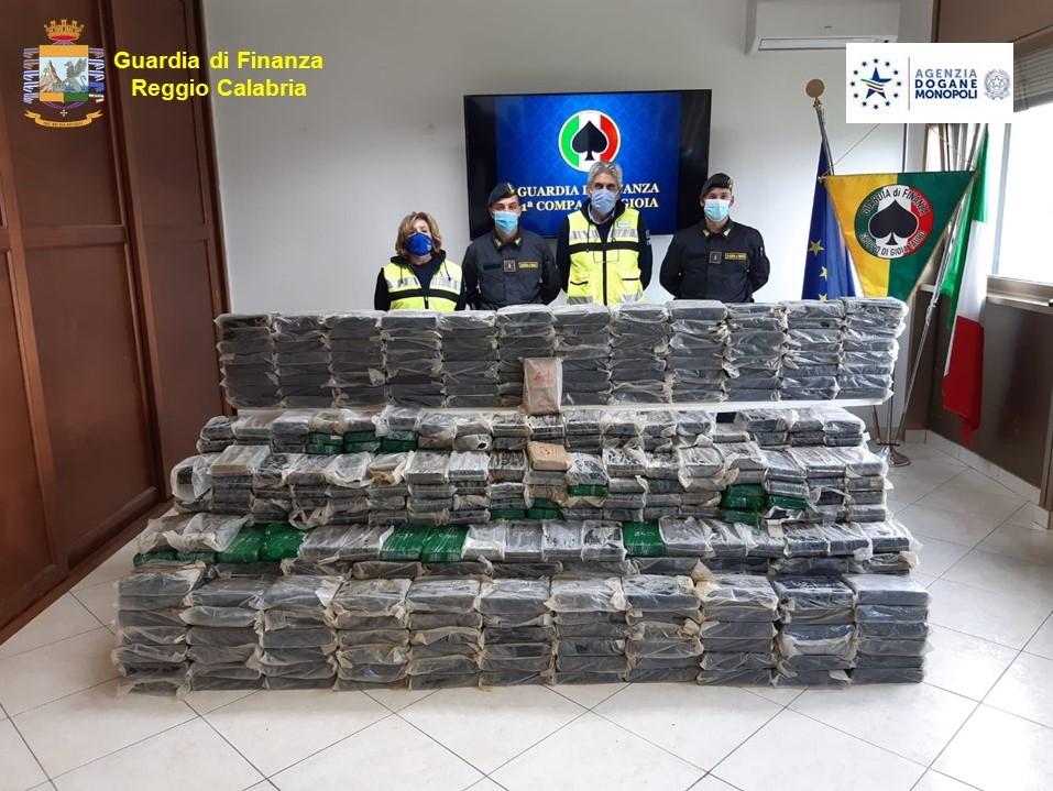 Porto di Gioia Tauro, sequestrati 932 chili di cocaina