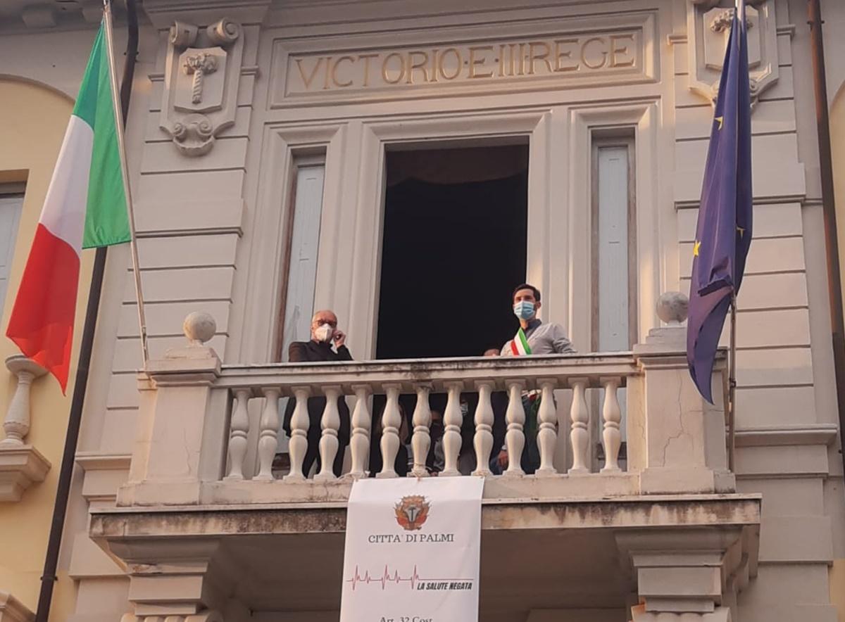 #chiASPettamuore, a Palmi la protesta di sindaco e parroco: «Sanità deve invertire rotta»