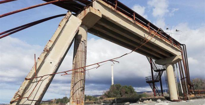 Saline Joniche. Crea: «Urge intervento sul pericolante ponte di collegamento antistante l'ex liquichimica»