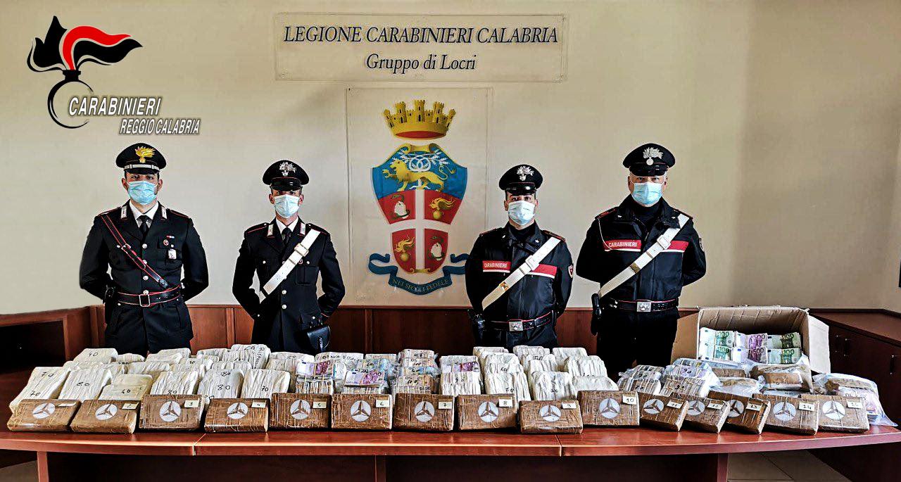 Locri, arrestati con 17 kg di cocaina in auto e oltre 5 milioni di euro in contanti